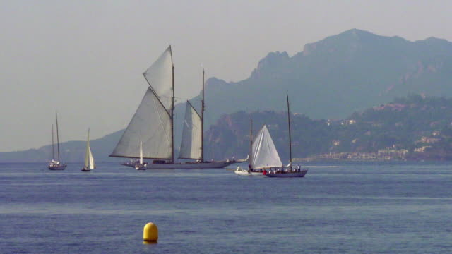 sequence showing sailboats in cannes france fkah380j aeyz199p - small boat stock videos & royalty-free footage