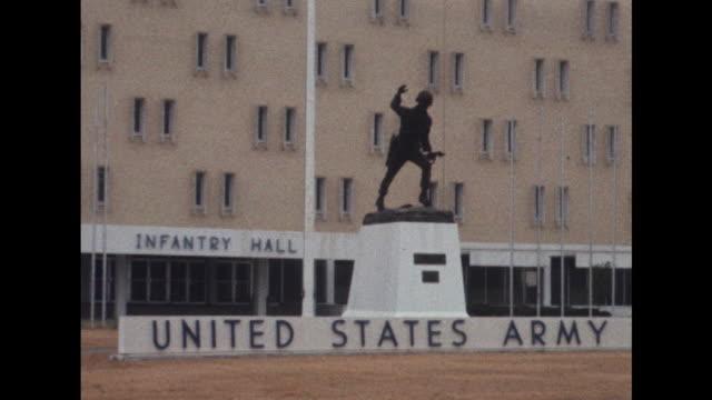 vídeos de stock e filmes b-roll de sequence showing scenes at fort benning a us army base in georgia - assassino em massa