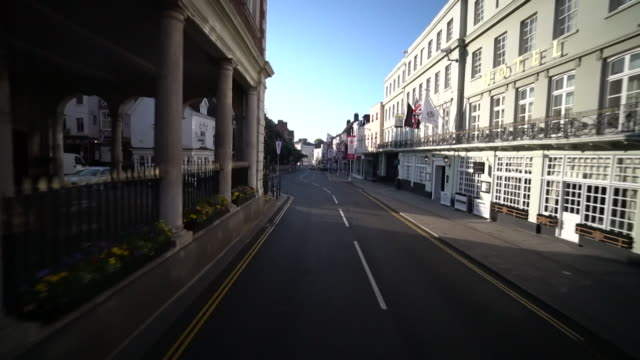 sequence showing pov shot of the procession route in windsor for the wedding of prince harry and meghan markle - subjektive kamera blickwinkel aufnahme stock-videos und b-roll-filmmaterial