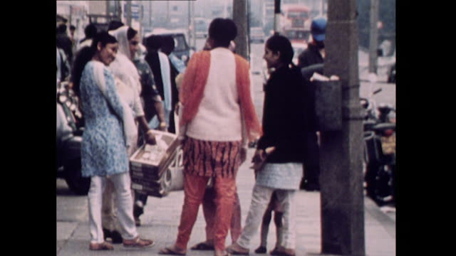 vídeos de stock e filmes b-roll de sequence showing the asian community in southall london in the 1970's - sinal de loja