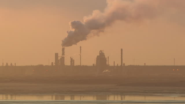 stockvideo's en b-roll-footage met sequence showing the athabasca oil sands refinery in operation at sunset.  - alberta