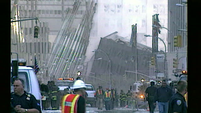 sequence showing the destruction and rubble in the streets surrounding the world trade centre the day after the attack. new york, september 12th 2001. - 2001 bildbanksvideor och videomaterial från bakom kulisserna