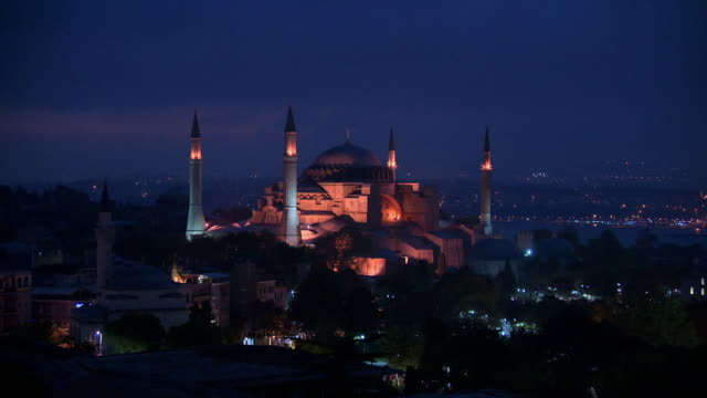 Sequence showing the exteriors of the Hagia Sophia and the Sultan Ahmed Mosque at night.