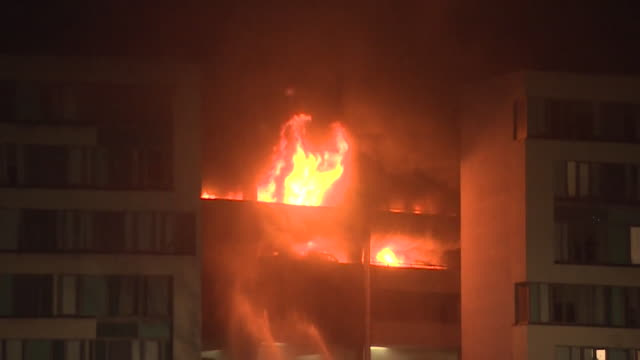 Sequence showing the fire at Liverpool's Echo Arena multistorey car park December 2017 NNBZ196X ABSA627D