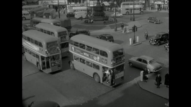 sequence showing traffic and pedestrians in central london - 1957 stock-videos und b-roll-filmmaterial