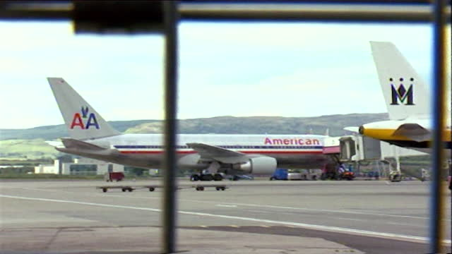 stockvideo's en b-roll-footage met sequence showing united airlines and american airlines planes waiting on the tarmac at heathrow airport after all flights to america were grounded... - september 11 2001 attacks