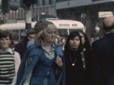vídeos de stock e filmes b-roll de sequence showing various people wearing denim fashion around the streets of london. - jeans