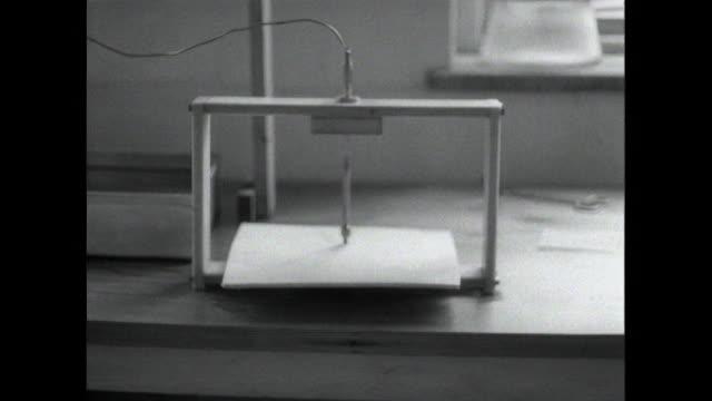 vídeos de stock, filmes e b-roll de sequence showing various uses of rubber silicone and plastics - teste de coloração