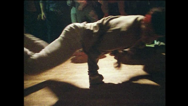 sequence showing young male breakdancers in new york; 1984 - wirbelsäule mensch stock-videos und b-roll-filmmaterial