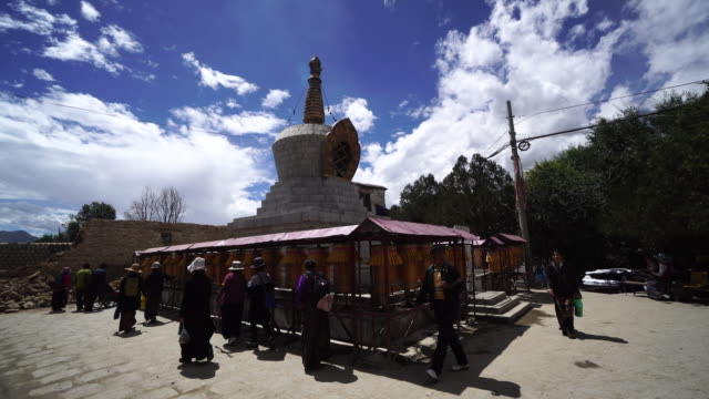 sera monastery is a famous buddhist institute in lhasa - pellegrino video stock e b–roll