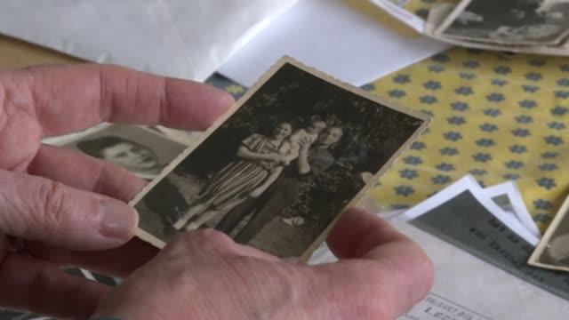 sería necesario luchar contra el olvido brindar el máximo testimonio posible evocar ese nacimiento en un campo de concentración nazi y la... - nazismo stock videos & royalty-free footage