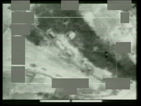 vídeos y material grabado en eventos de stock de attacks; serbia: kosovo: nato attacks; pool b/w cockpit video of raf harrier attack - serbia
