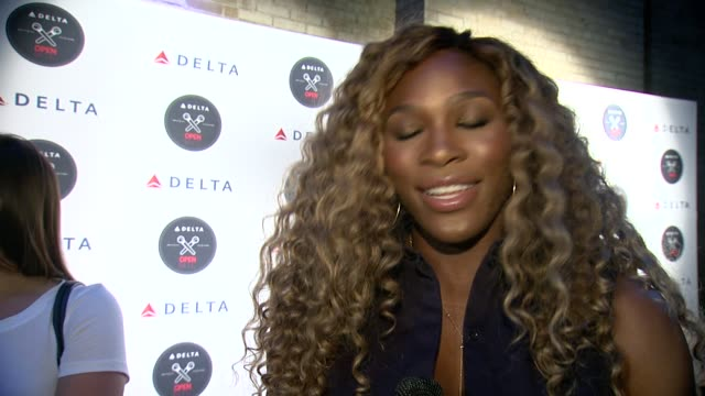 stockvideo's en b-roll-footage met serena williams on partnering with delta and her love for karaoke at the delta open mic with serena williams at arena nyc on august 20, 2014 in new... - interview ruw materiaal