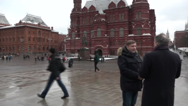 countries around the world to expel russian diplomats russia moscow ext crowds of people along with domes of st basil's cathedral in the background... - moskau stock-videos und b-roll-filmmaterial