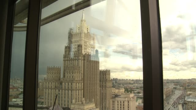 countries around the world to expel russian diplomats r240617003 / russia moscow ministry of foreign affairs of russia main building close shot... - main tower stock-videos und b-roll-filmmaterial