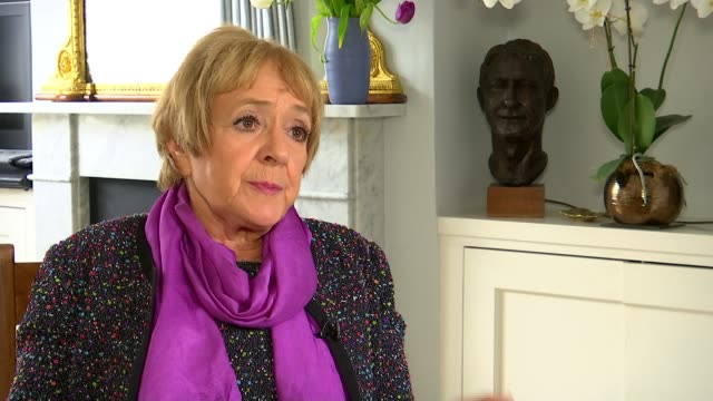 vídeos de stock, filmes e b-roll de russian dissidents in london remain closely watched int margaret hodge mp set up shots / interview sot kensington russian embassy ext wide shot... - margaret hodge
