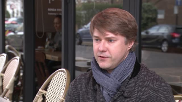 russians in uk respond to diplomatic expulsions london vladimir ashurkov setup shots with reporter and interview sot putin's government based on... - nazionalità russa video stock e b–roll
