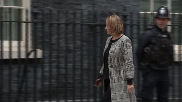 sergei skripal suspected poisoning: previous incidents involving russians in the uk; r080118012 / 8.1.2018 downing street: ext amber rudd mp arriving... - früherer stock-videos und b-roll-filmmaterial