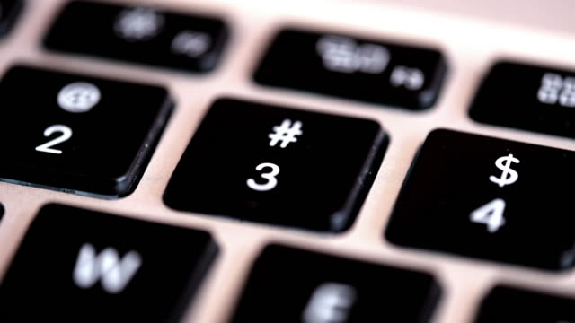 vídeos de stock e filmes b-roll de series of clips used for editing showing fingers pressing the numerical number keys from 1-10 on a keyboard. the series goes from 1 through 9 and ends on 0. - número 4