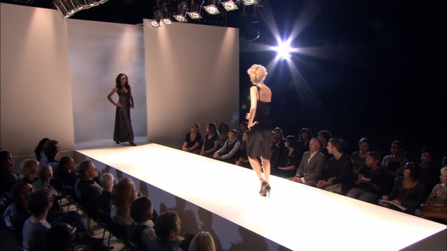 ws pan series of male and female models walking on catwalk in front of audience at fashion show/ london, england - fashion show点の映像素材/bロール
