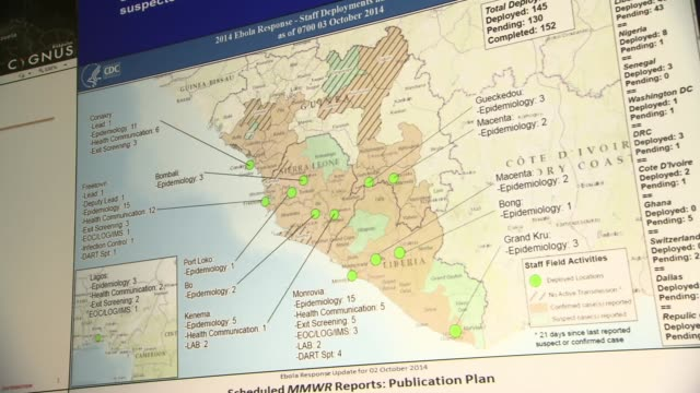 series of maps reveal ebola transmission data at cdc emergency operations center - bundesgesundheitsamt der usa stock-videos und b-roll-filmmaterial