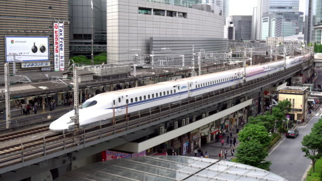 vidéos et rushes de ms ha n700a series shinkansen bullet train riding through downtown tokyo / tokyo, japan - japon