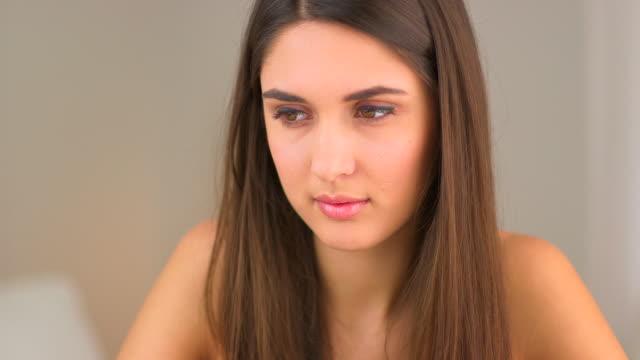 serious woman sitting thoughtfully - natürliches haar stock-videos und b-roll-filmmaterial