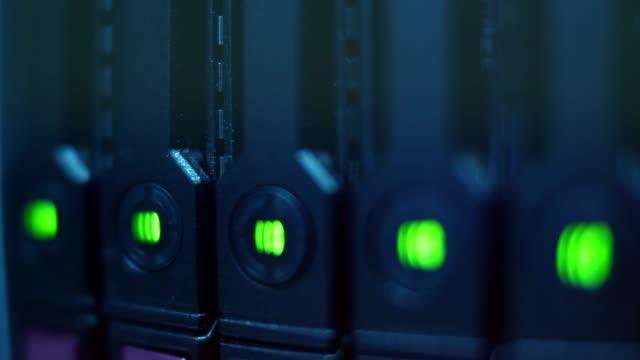 Server  LED lights blinks