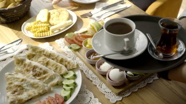 Service und Frühstück