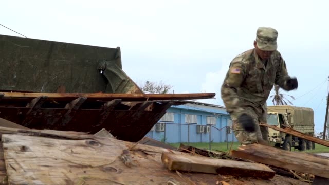 servicemen clear debris left by super typhoon yutu from the streets of saipan, commonwealth of the northern mariana islands on dec 1st 2018. the... - stillahavsöarna bildbanksvideor och videomaterial från bakom kulisserna