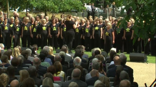 services held to mark 10th anniversary of 7/7 bombings prince william attends hyde park rock choir sing sot - moderne rockmusik stock-videos und b-roll-filmmaterial