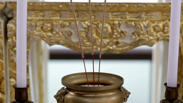 Eine Reihe von Altartisch.