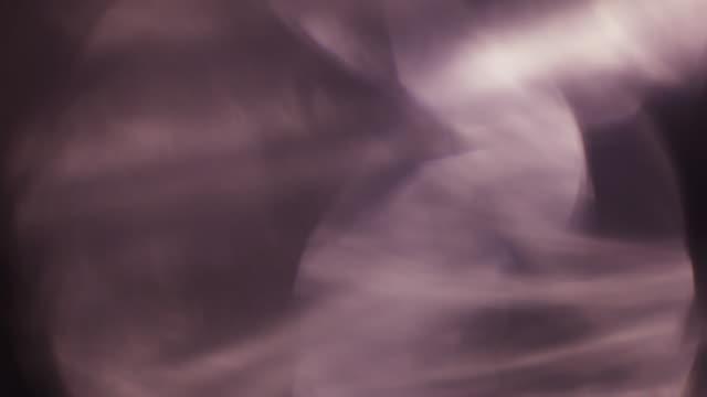 vídeos y material grabado en eventos de stock de conjunto de hermosas fugas de luz recubierto efecto película - filtración de luz