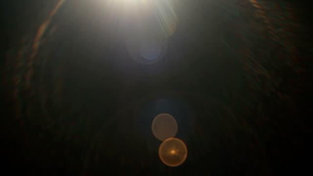 vídeos y material grabado en eventos de stock de set de rayos de sol pulsantes y luz filtra el efecto de película sobre el fondo negro - rayo de luz
