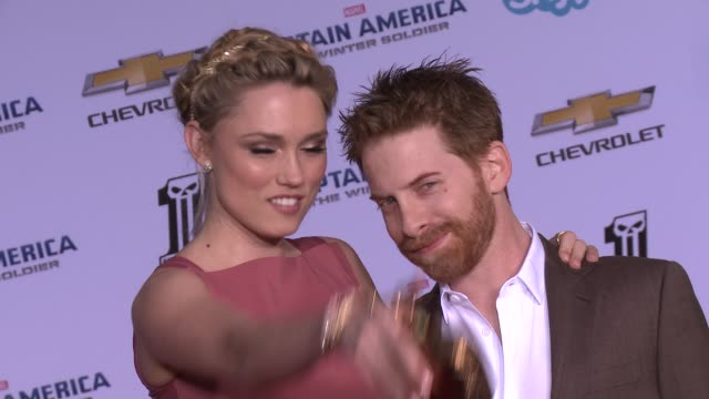 vídeos y material grabado en eventos de stock de seth green and clare grant at the captain america the winter soldier los angeles premiere at the el capitan theatre on march 13 2014 in hollywood... - cines el capitán