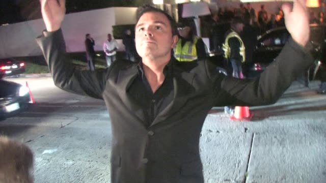 stockvideo's en b-roll-footage met seth macfarlane at preoscar party in bel air at the celebrity sightings in los angeles at los angeles ca - 2010