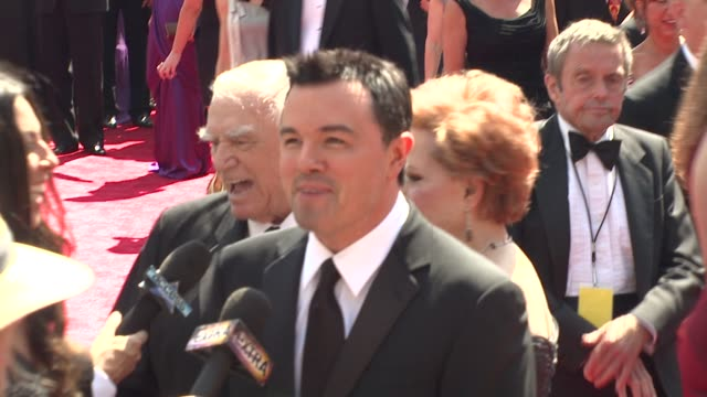 seth macfarlane at the 2009 primetime creative arts emmy awards at los angeles ca - 2009 bildbanksvideor och videomaterial från bakom kulisserna