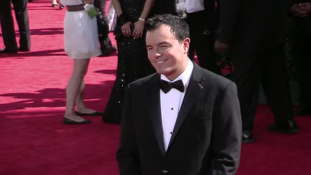 seth macfarlane at the 61st annual primetime emmy awards arrivals part 3 at los angeles ca - 2009 bildbanksvideor och videomaterial från bakom kulisserna