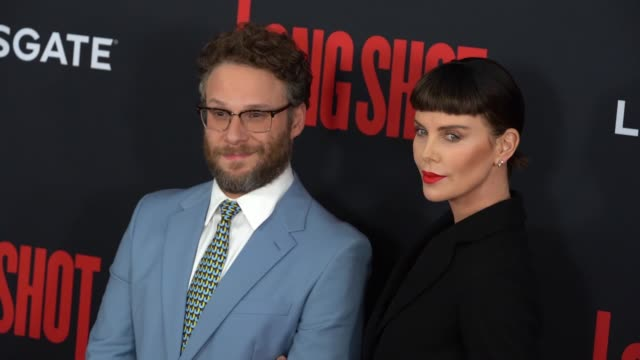 """seth rogen, charlize theron at """"long shot"""" new york special screening at amc lincoln square theater on april 30, 2019 in new york city. - シャーリーズ・セロン点の映像素材/bロール"""