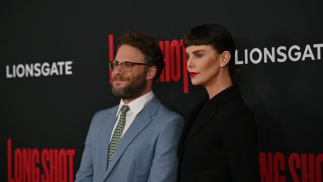 """seth rogen & charlize theron at the """"long shot"""" new york premiere at amc lincoln square theater on april 30, 2019 in new york city. - シャーリーズ・セロン点の映像素材/bロール"""