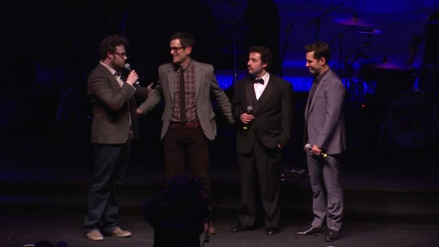 vídeos de stock, filmes e b-roll de seth rogen ty burrell david krumholtz paul rudd at hilarity for charity benefiting the alzheimer's association on 1/13/12 in los angeles ca - ty burrell