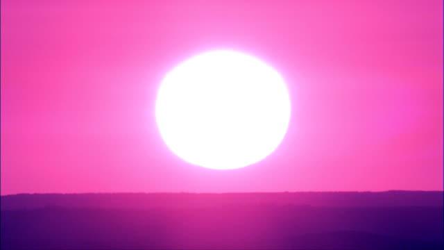 sonnenuntergang-luftaufnahme-south dakota, tripp county, vereinigte staaten - south dakota stock-videos und b-roll-filmmaterial