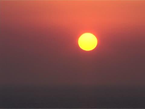 vídeos de stock, filmes e b-roll de setting sun over sea - menos de 10 segundos