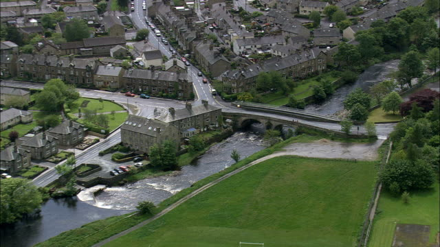 Machen Sie es sich gemütlich – Luftaufnahme-England, North Yorkshire, Craven Bezirk Hubschrauber beim Filmen, Antenne Video cineflex, establishing shot, Vereinigtes Königreich