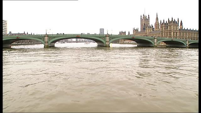 vidéos et rushes de seven london bridges receive listed status; suspension cables of chelsea bridge as traffic crosses / westminster bridge seen from boat on the river... - lambeth