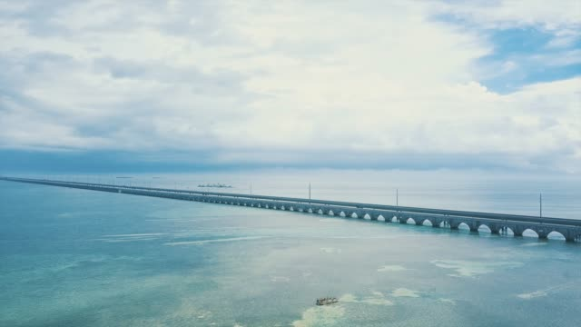 seven mile bridge in florida keys - the florida keys stock videos & royalty-free footage