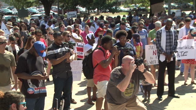 wreg seven people were arrested on aug 19 2017 in a protest to support removal of the nathan bedford forrest monument in memphis tennessee - memphis tennessee stock-videos und b-roll-filmmaterial