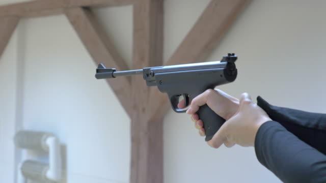 sieben videos von shooting range in 4 k - sportschießen stock-videos und b-roll-filmmaterial