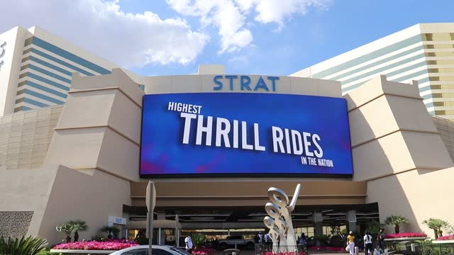 several b-roll footage in and outside of the stratosphere casino featuring rides, hotel, guests, slot machines, bar, etc. interview with first time... - 出来事の発生点の映像素材/bロール