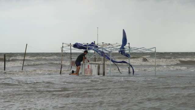 vídeos de stock, filmes e b-roll de several coastal cities in china were damaged by adverse weather - meteorologia